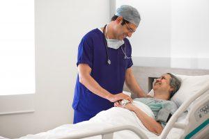धमनीविस्फार की मरम्मत के लिए डॉक्टरों ने 30 मिनट के लिए रक्त की आपूर्ति बंद कर दी | नारायणा हेल्थ